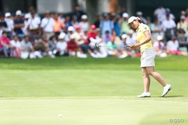 2013年 NEC軽井沢72ゴルフトーナメント 2日目 森田理香子 左足をちょこっとあげる仕草がかわいいです。5アンダー17位タイ