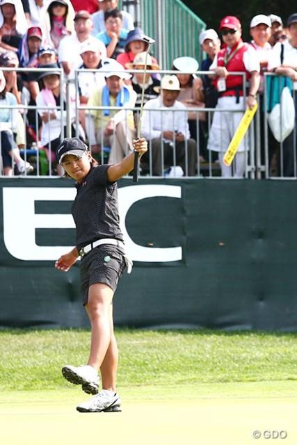 2013年 NEC軽井沢72ゴルフトーナメント 最終日 成田美寿々 格好イイ、優勝を決定づけるポーズ!