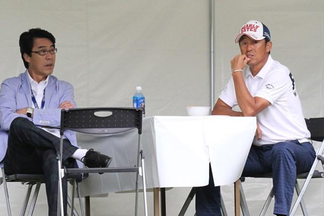 芹澤信雄(写真右)を含めシニアの技は多彩だ
