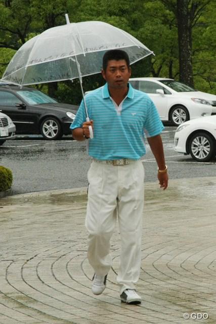 中止決定の知らせを受け、荷物回収と関係者への挨拶のためにコースに戻った池田勇太