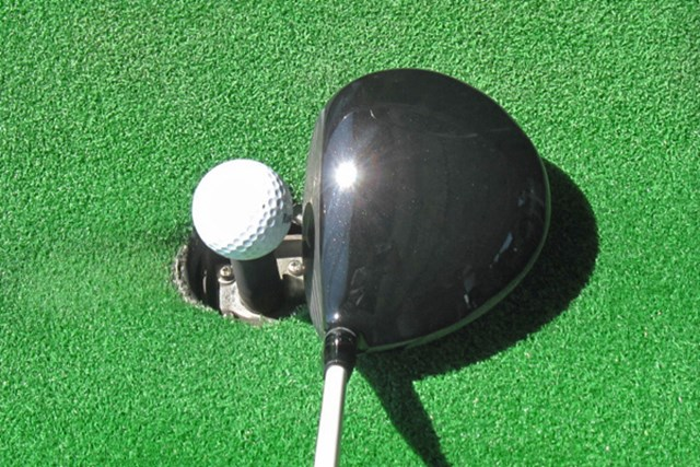 新製品レポート キャロウェイ レガシー ブラック ドライバー 460 オーソドックスなヘッド形状で、ボールがつかまり過ぎない設計となっている