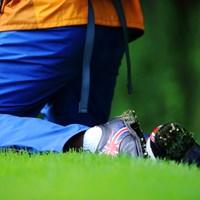 仕事に履いちゃうにはもったいなさそうなゴルフシューズ。 2013年 ニトリレディスゴルフトーナメント 初日 カメラマン