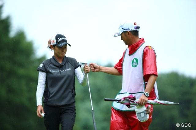 2013年 ニトリレディスゴルフトーナメント 2日目 北田瑠衣 ドラエモン握手…じゃなかった。