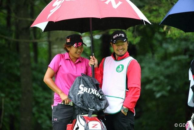 2013年 ニトリレディスゴルフトーナメント 2日目 成田美寿々 ほんとこの2人はいつも楽しそうだな。