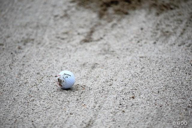 2013年 ニトリレディスゴルフトーナメント 2日目 ボール 今週のバンカーは結構硬そう。わりとみんな飛ばしちゃってるね。