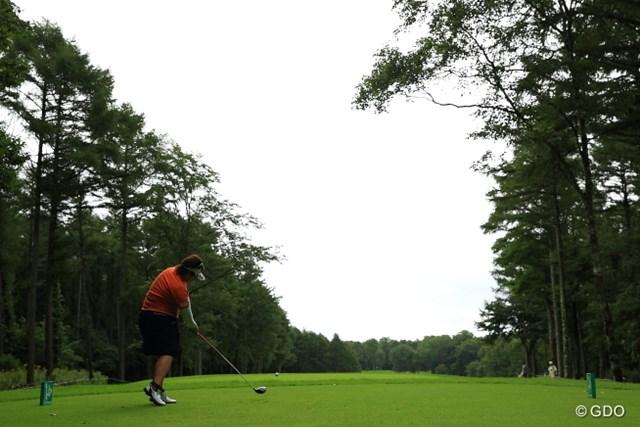 2013年 ニトリレディスゴルフトーナメント 2日目 酒井美紀 林間でもこれだけ広いと気持ち良さそうだなぁ。