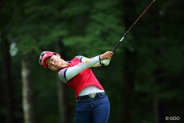 2013年 ニトリレディスゴルフトーナメント  最終日 上原彩子 限られた試合数で日米両ツアーのシード獲得を目指す上原彩子。今年は好プレーを続けている