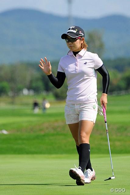 2013年 ゴルフ5レディスプロゴルフトーナメント 最終日 比嘉真美子 下からマクッてくるとしたら、さくら姐さんかこの人やと思てたんやけど、4バーディ、2ボギーでベスト10フィニッシュも逃してしまいました…。12位T