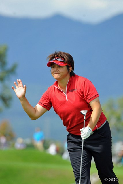2013年 ゴルフ5レディスプロゴルフトーナメント 最終日 ウェイ・ユンジェ 今日は気合十分でいつものユンジェらしく「ハッ!」とか「STAY!」とか叫んでなりました。その甲斐あって(?)68をマークして堂々の5位フィ二~ッシュ!
