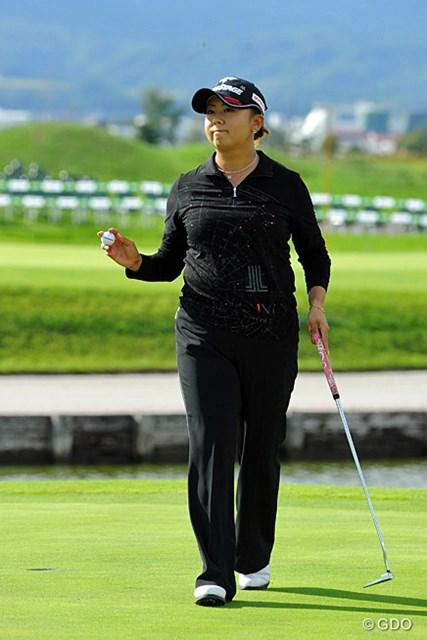 2013年 ゴルフ5レディスプロゴルフトーナメント 最終日 佐伯三貴 最終日の最終組で5バーディ、ノーボギーの「王様ゴルフ」は十分優勝に値するもんやと思いますワ。間違いなく横綱ですワ。いやホンマ。