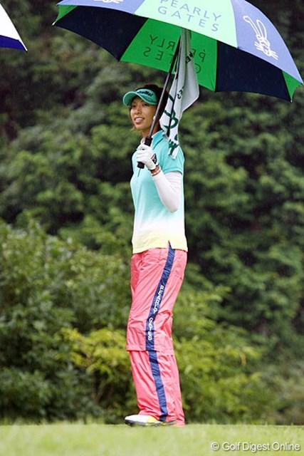 後半の2ボギーが悔やまれるが、優勝争いに踏みとどまっている佐藤靖子