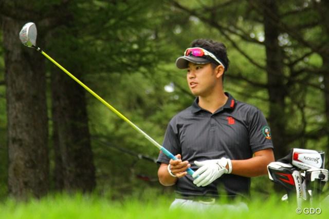 レモンイエローのニューシャフトをテスト中…松山が今季4勝目を狙って札幌ゴルフ倶楽部 輪厚コースを戦う。
