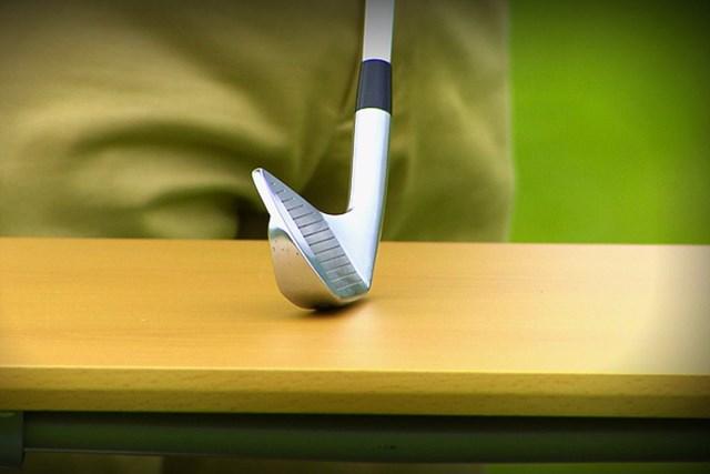 ゴルフクラブの取扱説明書 Vol.4 アイアンのお助け機能とは? 4P