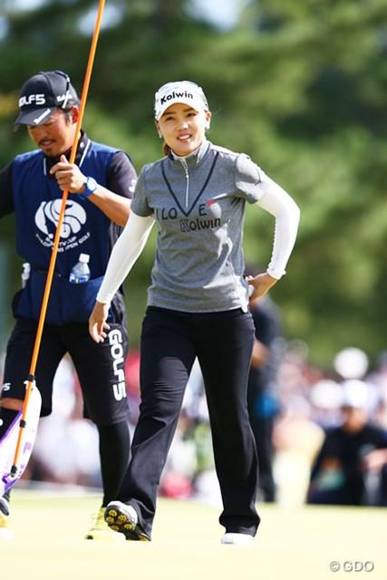 2013年 ミヤギテレビ杯ダンロップ女子オープンゴルフトーナメント 最終日 イ・ナリ ウィニングボールをポケットに・・・初優勝おめでとう