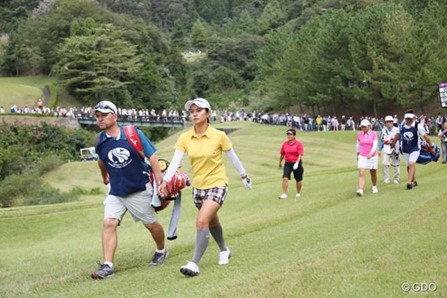 2013年 ミヤギテレビ杯ダンロップ女子オープンゴルフトーナメント 最終日 宮里藍 藍ちゃんの組にはギャラリーがぞろぞろと・・・FR1万人を超える