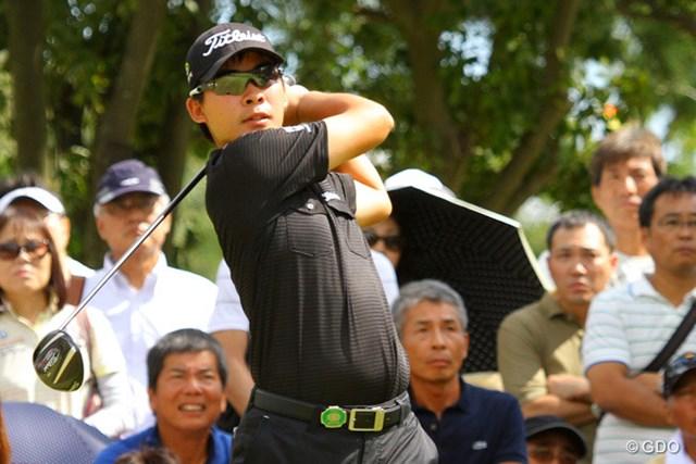 うれしいツアー初勝利。まだ二十歳の川村だが、球筋を自在に操ってゴルフを組み立てる。
