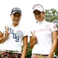 妹の参戦に「私も頑張らなきゃ」と木戸愛(右) 2013年 日本女子オープンゴルフ選手権競技 事前 木戸愛(右)&木戸侑来