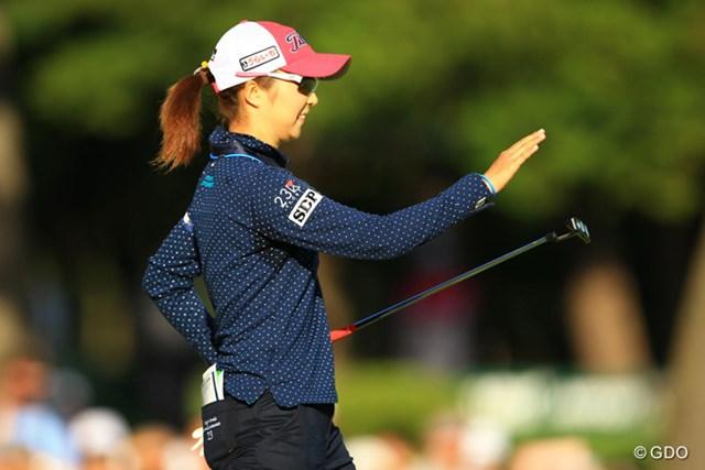2013年 日本女子オープンゴルフ選手権競技 最終日 菊地絵理香 単独首位に立った瞬間に、16・17番でパッティングが激変。どうして?とパターを苦笑いで叩きます。
