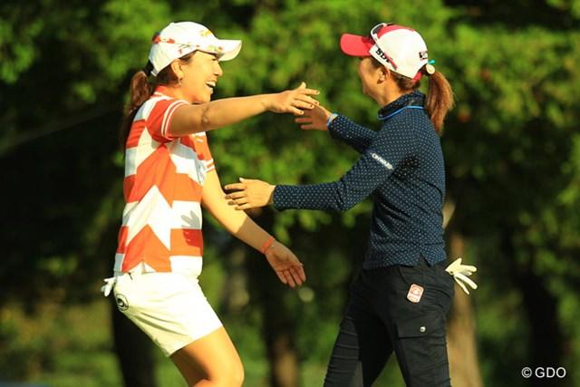 2013年 日本女子オープンゴルフ選手権競技 最終日 宮里美香 菊地絵理香 健闘を称え合う最終組の2人。最後まで試合を盛り上げてくれました。
