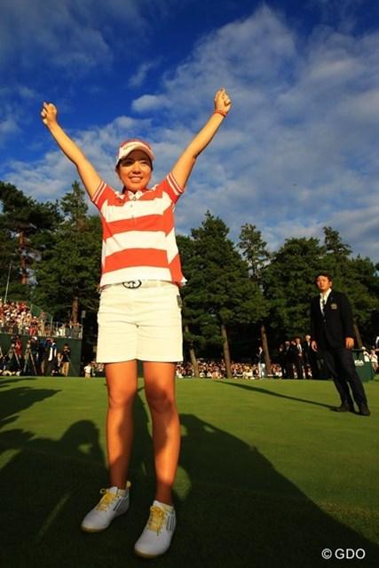 2013年 日本女子オープンゴルフ選手権競技 最終日 宮里美香 優勝インタビュー後、万歳の美香ちゃん。秋空が綺麗でした。