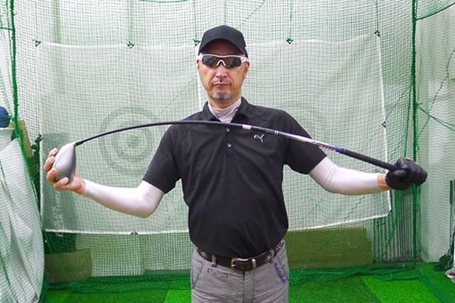 マーク試打 マルマン ZETA ドライバー シャフトはワッグルすると手元側が硬く、中間部分からしなりを感じる