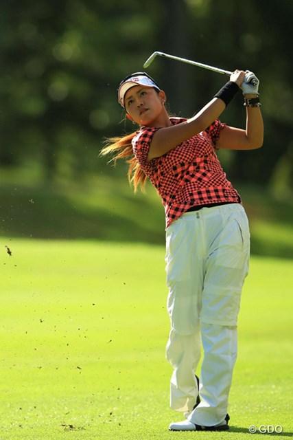 2013年 スタンレーレディスゴルフトーナメント 初日 岡村咲 フリルの多いスカートは封印!暑さに耐えながら4アンダーをマークした岡村咲