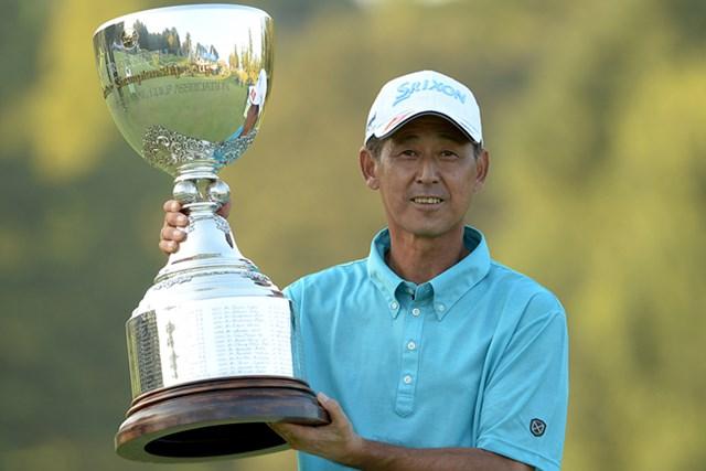 プレーオフまで追い詰められながらも4日間を制し、大会2勝目を手にした渡辺司 ※画像提供:日本プロゴルフ協会
