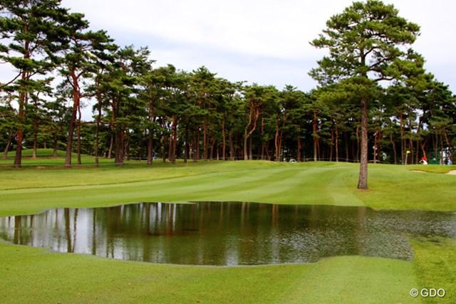 2013年 日本オープンゴルフ選手権競技 事前  11番ホール フェアウェイの一部が冠水した11番ホール。時間が経つにつれて水量は少なくなっていったが…
