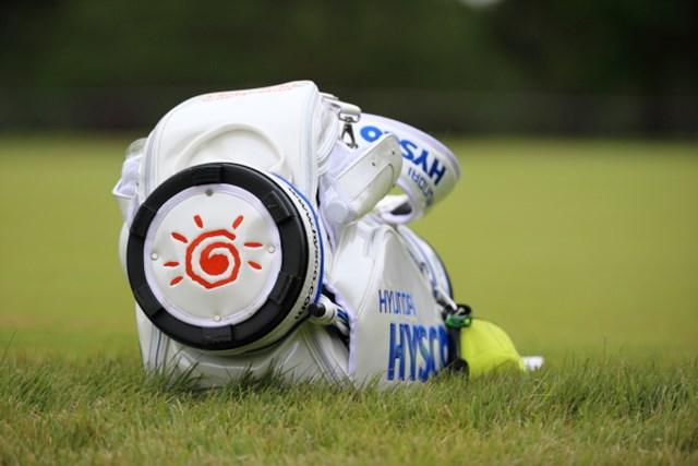 2013年 日本オープンゴルフ選手権競技 3日目 キム・ヒョンソンのキャディバック バカボンに出てくる太陽だ!