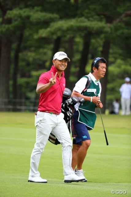 2013年 日本オープンゴルフ選手権競技 3日目 小平智 カメラを向けたままにしておくと、もれなく撮れるピースマーク。
