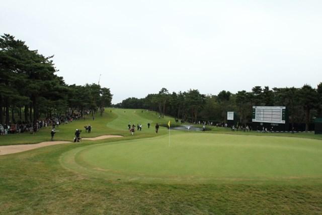 2013年 日本オープンゴルフ選手権競技 3日目 少ないギャラリー 3日目は最終組のひとつ前、片山&小田孔組が多くのギャラリーを引き連れたが…