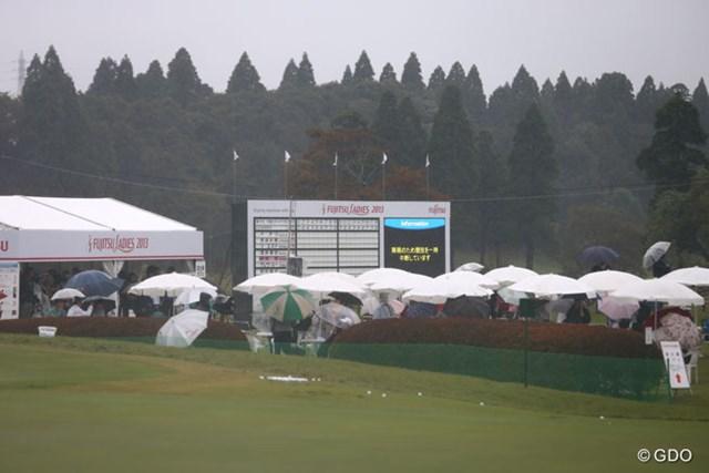 2013年 富士通レディース 最終日 リーダーズボード リーダーズボードには競技中断のお知らせ