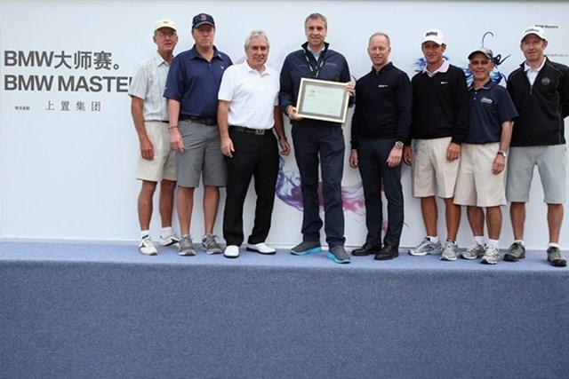 2013年 BMWマスターズ キャディ表彰 欧州のキャディ協会は最上級のホスピタリティを整えるトーナメントを主催するBMWを表彰した。