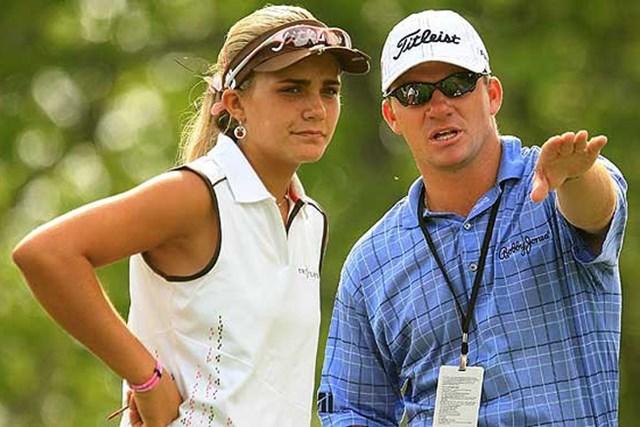 2013年 CIMBクラシック 事前情報 レクシー・トンプソン ニコラス・トンプソン 2008年の全米女子オープンの練習ラウンドでアドバイスを送っていた兄のニコラス。妹レクシーに続けるか?(Getty Images)
