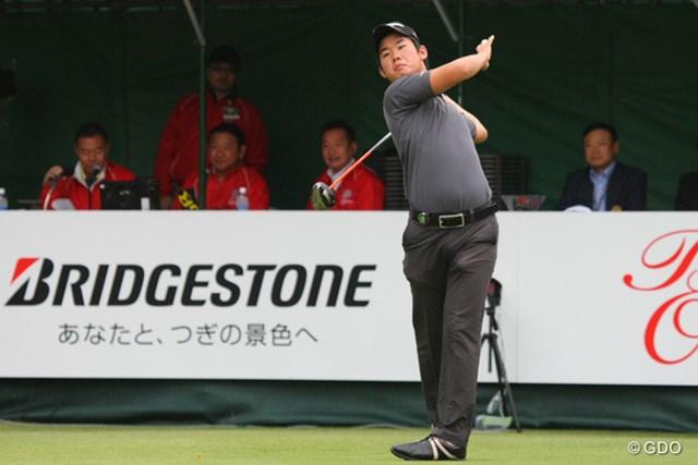 2013年 ブリヂストンオープンゴルフトーナメント 初日 松原大輔 7時30分、大会のオープニングショットで緊張したのか松原大輔(アマ)ミスショット