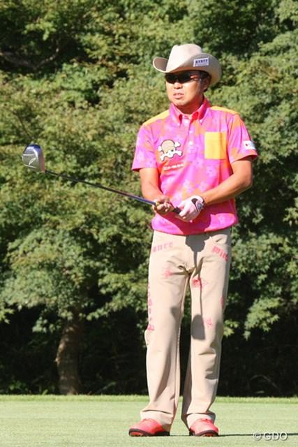 2013年 ブリヂストンオープンゴルフトーナメント 最終日 片山晋呉 この日は派手目のウェアで登場した片山晋呉