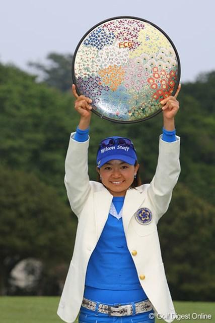 逆転で初優勝を果たした上原彩子。昨年、惜敗したリベンジを果たした!