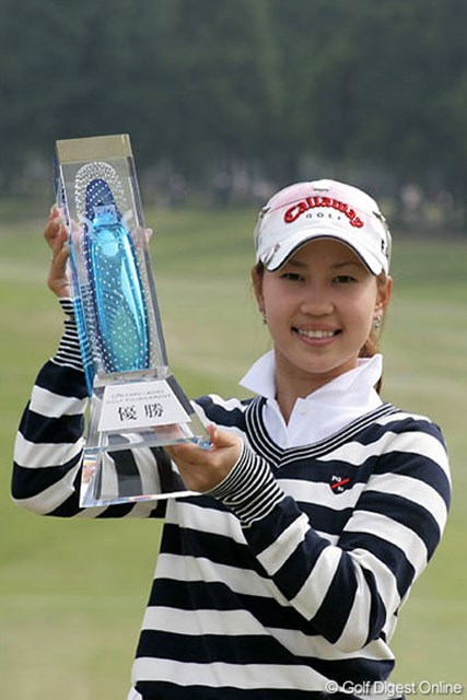 上田桃子 昨年の初優勝から一気に賞金女王まで駆け上がった上田桃子