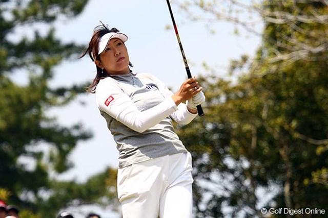上原とは対象的に後半スコアを伸ばし2位タイに浮上した福嶋晃子