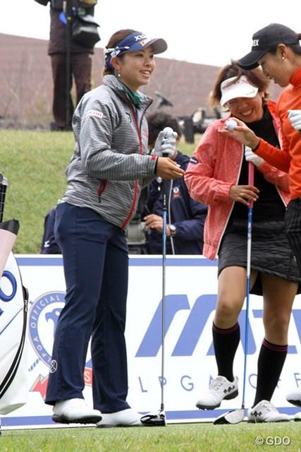 リラックスした表情でイン9ホールの練習ラウンドをこなす森田理香子