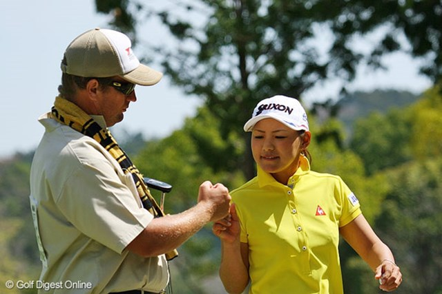 5バーディノーボギー。完璧なゴルフで単独首位に立った横峯さくら