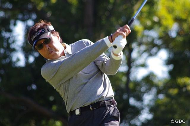 2013年 富士フィルムシニアチャンピオンシップ 2日目 奥田靖己 奥田靖己が通算8アンダーで単独首位をキープ 初優勝を懸けた最終日の大一番に挑む