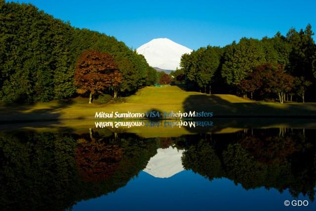 2013年 三井住友VISA太平洋マスターズ 3日目 17番 17番の池 赤富士もいいが日が当たりだした景色も本当に奇麗です。
