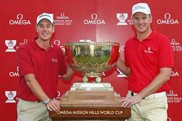 逆転優勝を果たしたスウェーデンのヘンリック・ステンソン(左)とロバート・カールソン(Ian Walton/GettyImages)