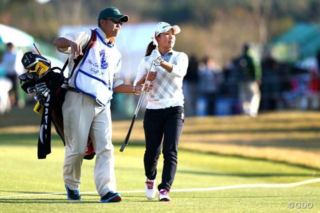 2013年 伊藤園レディスゴルフトーナメント 2日目 吉野茜 首位の座は譲ったが、まだトップと1打差。マンデーからの大会制覇に挑む吉野茜
