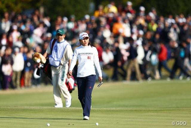 """2013年 伊藤園レディスゴルフトーナメント 最終日 横峯さくら 18番は載れば良しと""""OKライン""""を下げて攻略成功。逆転Vで女王へも前進した"""