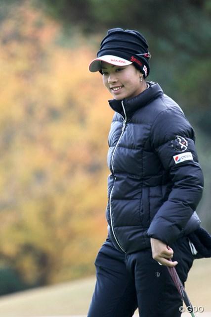 笑顔を交えながらプロアマ戦をプレーする森田理香子。明るい表情が目立っていた