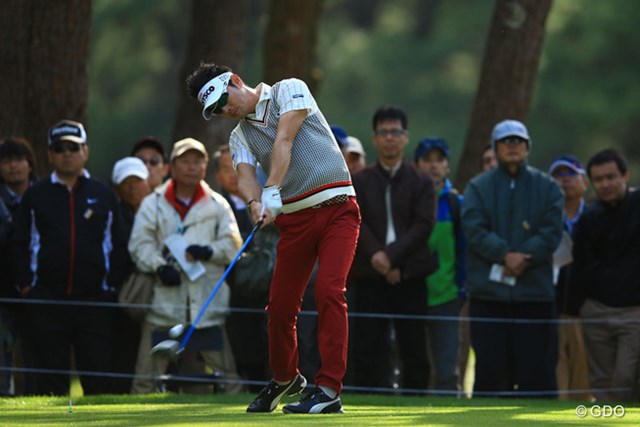 毎試合のように上位争いをする安定感抜群のゴルフですね。2アンダー3位タイです。