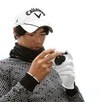 自身もよくスイングの撮影をしている石川遼。カシオの新しいデジタルカメラを使い、スイングチェックを行っていた 2013年 カシオワールドオープンゴルフトーナメント 事前 石川遼