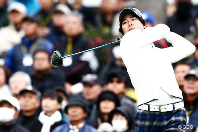2013年 カシオワールドオープンゴルフトーナメント 初日 石川遼 ギャラリーも集まりだし遼君の1打目